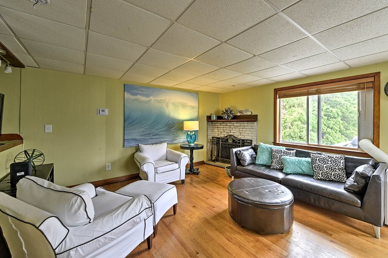 Unwind into vacation mode in this 3-bed, 1-bath vacation rental townhome!