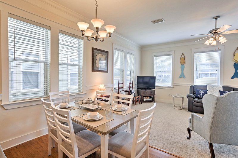Gather a group of 11 to enjoy this 4-bed, 2.5-bath cottage on the canal.