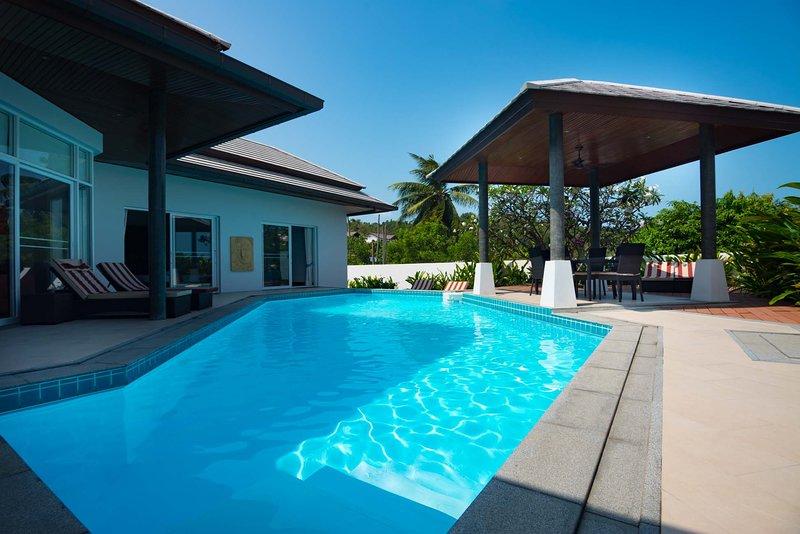 Horizon Villa-2BR Private Pool Garden, alquiler vacacional en Plai Laem