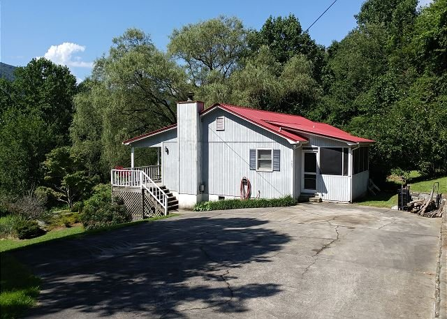 High Cotton, 3 BR, Single Level, Pet Friendly, Fenced Yard,Fantastic View, vacation rental in Maggie Valley