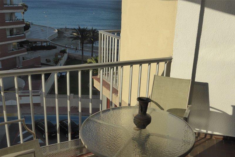 Amazing apt with sea view & balcony, vacation rental in La Llobella