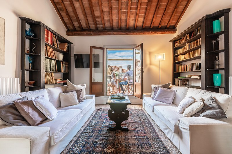 Nabucco - Distinctive panoramic attic with elevator, alquiler vacacional en City of Venice
