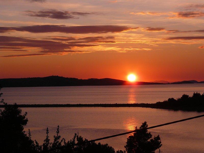 Dugi otok spacious & peaceful beachfront 2 BR apartment with breathtaking view, holiday rental in Dugi Island