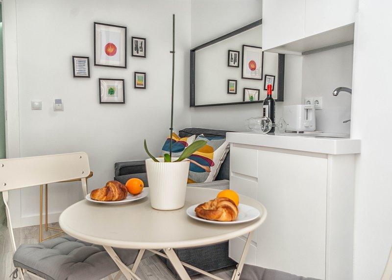 Apartamento SIN COCINA en el Centro Histórico de Cartagena, holiday rental in Cartagena