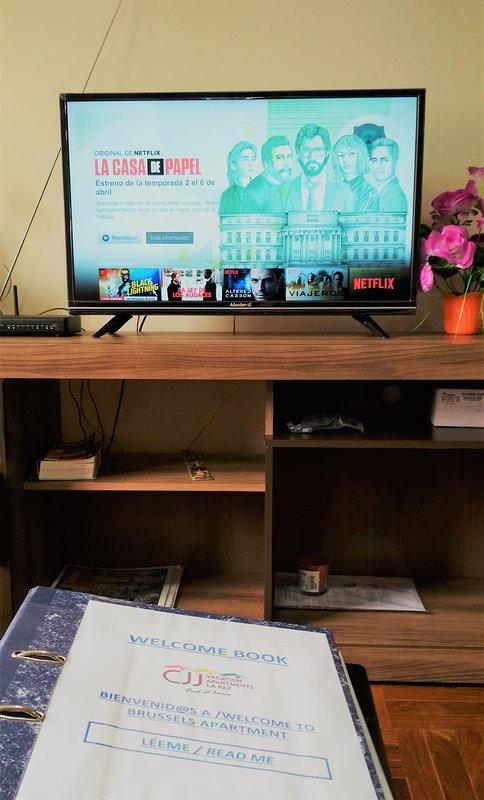 Living room: Smart TV