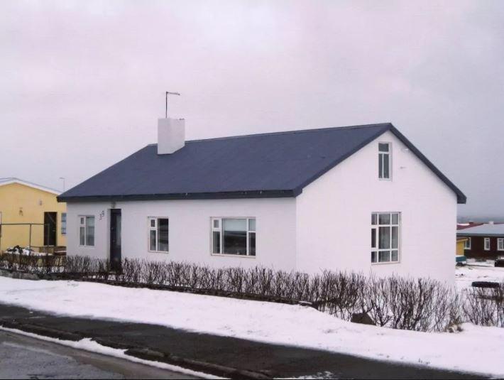 A house in a small town, location de vacances à Isafjordur