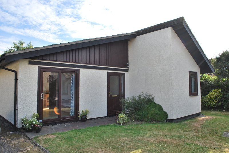 Dog Friendly Chalet at The Isle of Whithorn, vacation rental in Garlieston