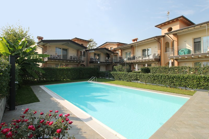 Casa Clara - appartement met zwembad vlakbij het Gardameer, vacation rental in Prevalle