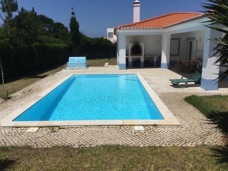 Amazing villa with swimming-pool, holiday rental in Praia da Arrifana