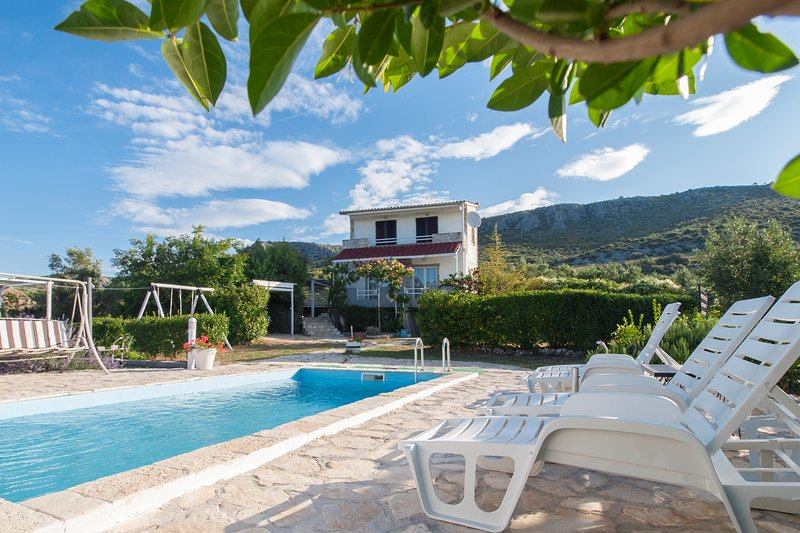 Holliday house Yucca with out door pool, vacation rental in Sibenik