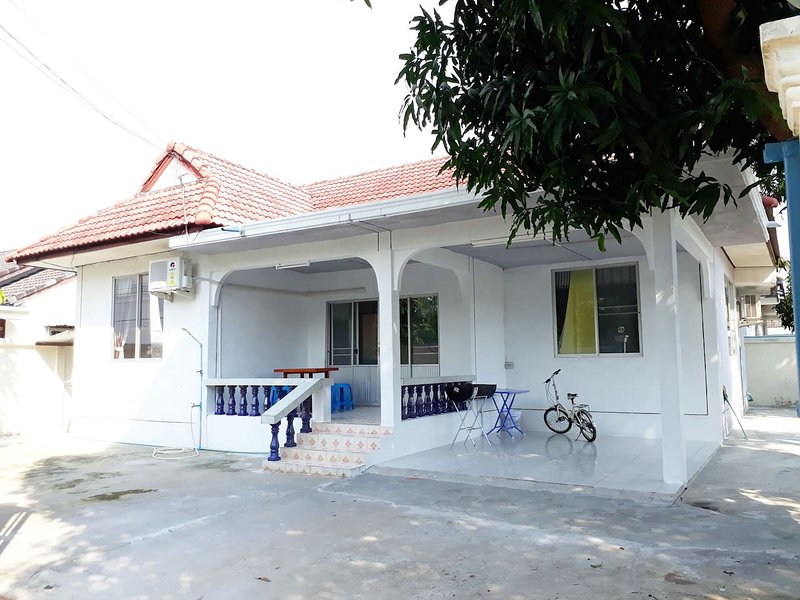 Mae Rampung Beach House N2, vacation rental in Rayong