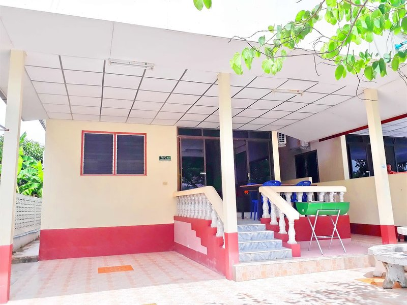 Mae Rampung Beach House 201, vacation rental in Ban Phe