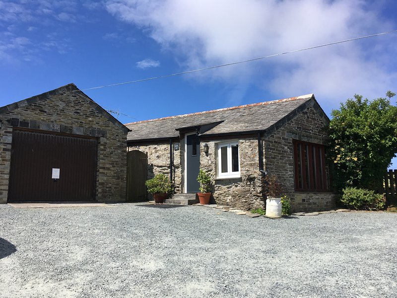 Little Pol Character Converted Barn with sea views, holiday rental in Boscastle
