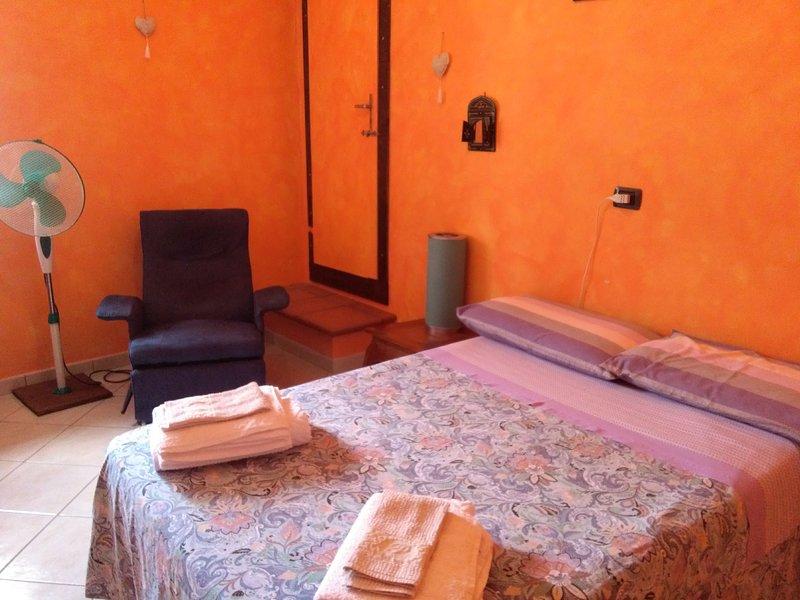 Gaia b b camera melograno letto alla francese con bagno