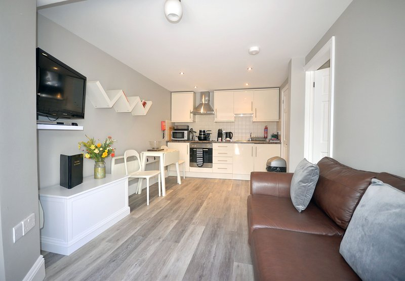 Apartment 34 Trinity Mews - Cosy ground floor apartment within coaching mews in, vacation rental in Torquay