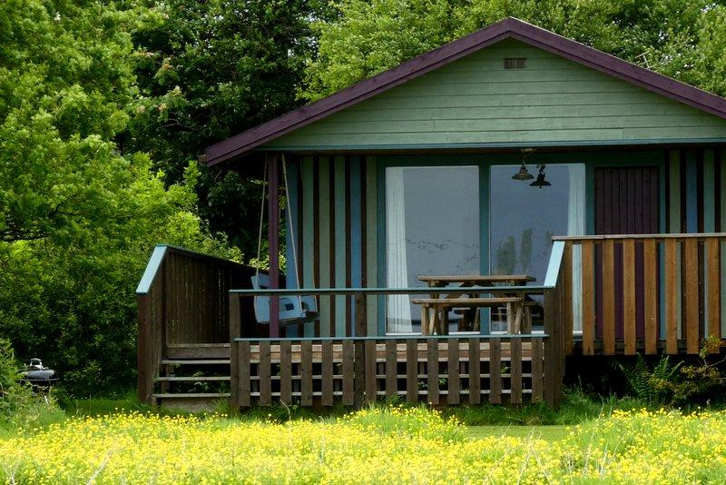 Honeysuckle Lodge tem vista para o prado em Wheatland Farm