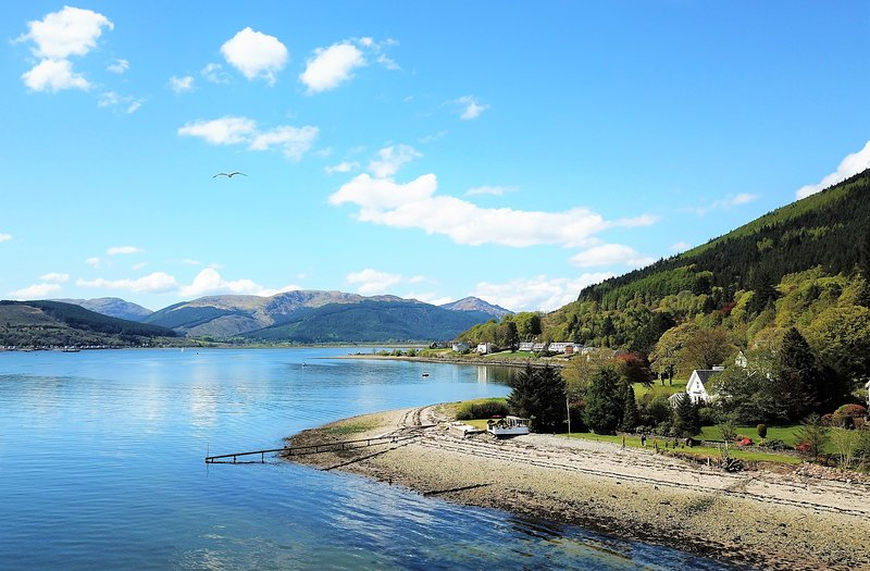 Dunbheag, shore front location with private beach and enclosed sun terrace, holiday rental in Blairmore