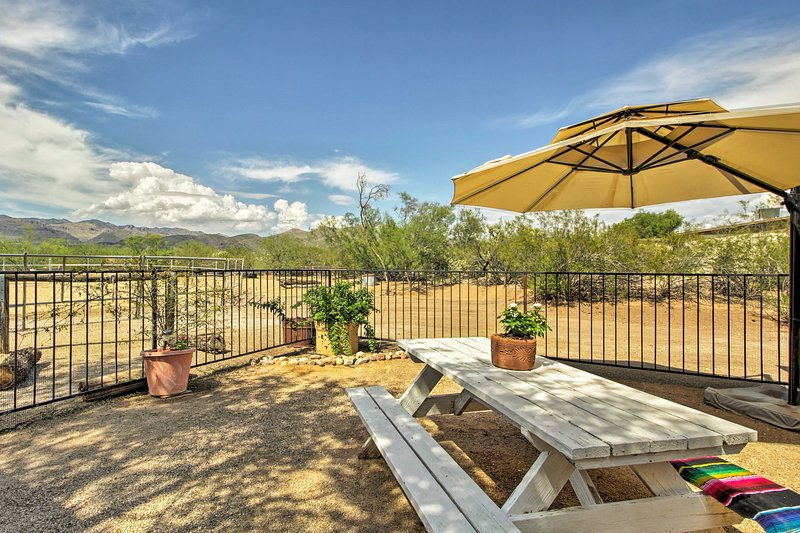 Tucson Casita w/ Fireplace: View Animals+Mtn Range, holiday rental in Catalina Foothills