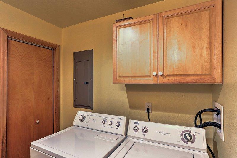 Una lavadora y secadora se proporcionan para su conveniencia.