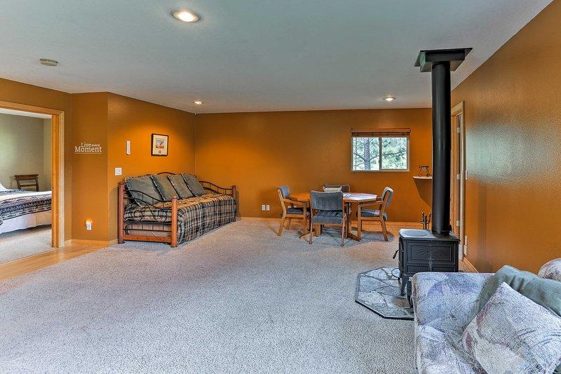 Un concepto de piso abierto hace que sea fácil para todos sentirse cómodos.