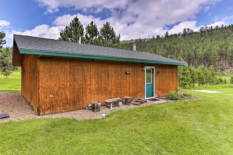 Experience the best of Rapid City from this vacation rental cabin!