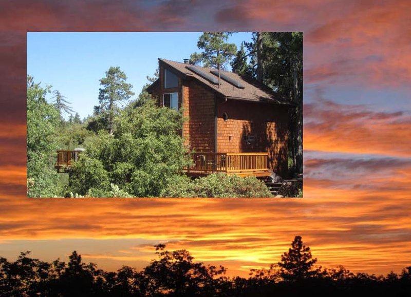 AMAZING SUNSETS AND VIEWS at Paradise Pines Retreat Cabin, Bunkhouse, Playhouse, alquiler de vacaciones en Idyllwild