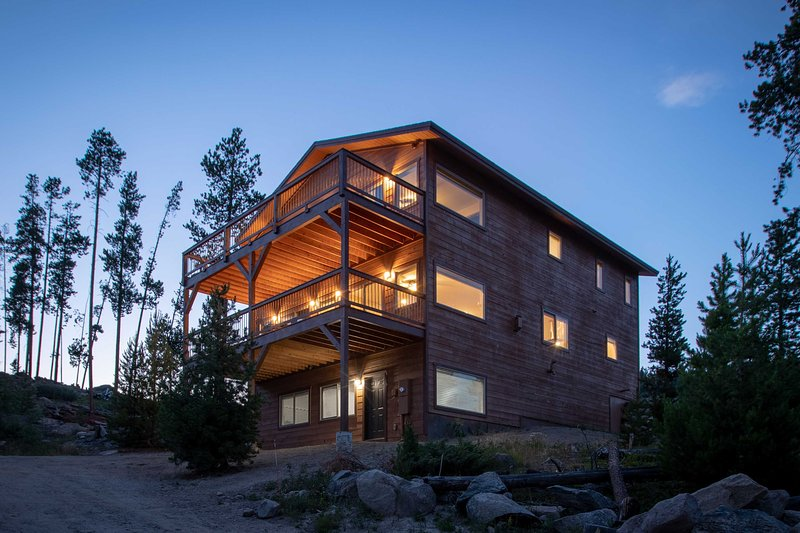 This 5-bedroom, 5.5-bath home boasts 3 levels and sleeps 12 guests.