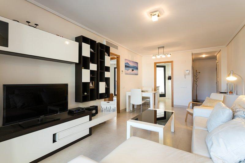 Salón-comedor con acceso terraza. TV-HD. Sala de estar con acceso directo a la terraza. HD-TV.
