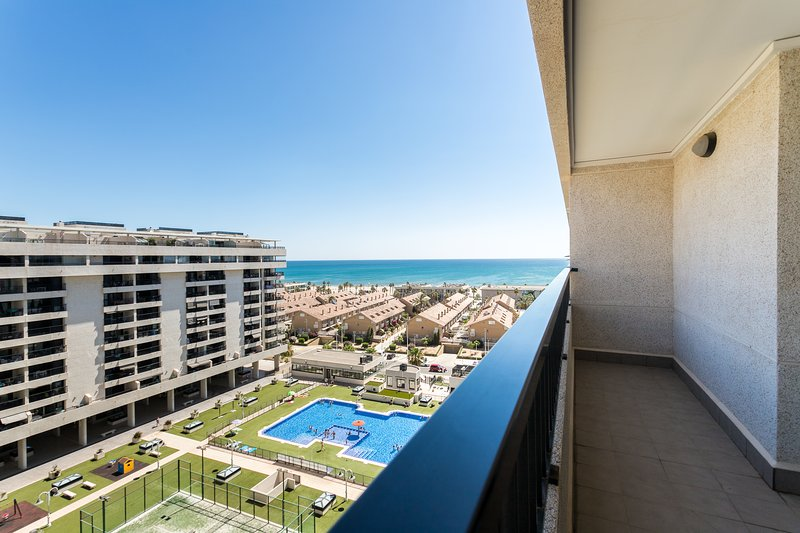 Views of the Patacona Beach and pool from the terrace. Patacona Beach and Pool views from the