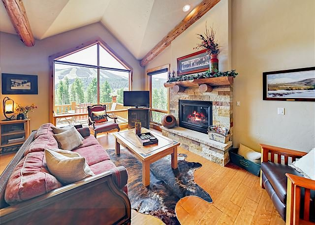 Fabulous Slope-Side Lakota Townhome - Private Hot Tub & Magnificent Views, vacation rental in Winter Park