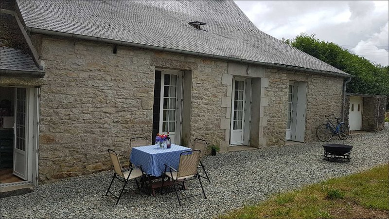 New listing - Set in Brittany countryside only 20 minutes walk from Huelgoat, casa vacanza a Berrien