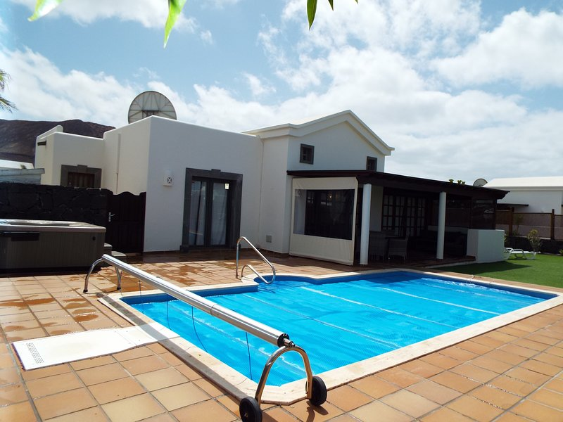 Playa Blanca private villa,hot tub,wifi,pool table,private heated pool,air con., vacation rental in Playa Blanca
