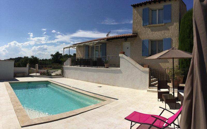 LS2-287 OUSTAU charming house with a beautiful view in the Alpilles, location de vacances à Eyguières
