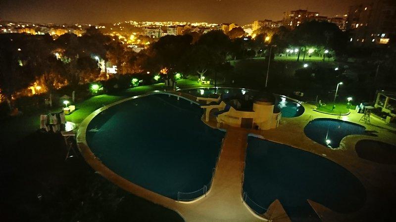 Vista da varanda do estúdio à noite