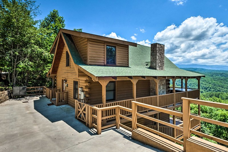 This 3-bed, 3-bath cabin sleeps 8 and boasts a wraparound deck.