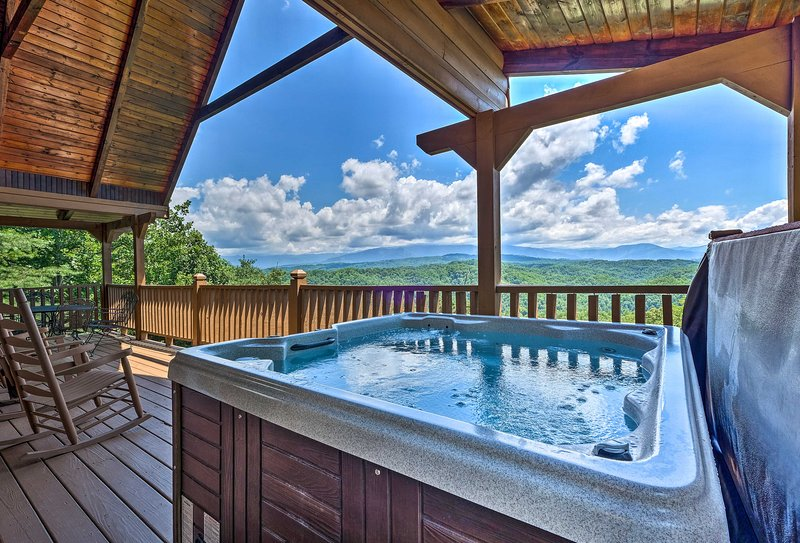 Experience Sevierville in mountain luxury at this vacation rental cabin!