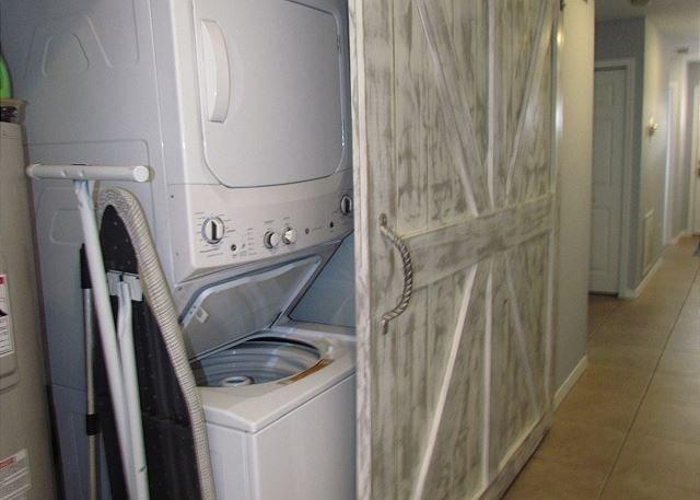 Waschmaschine und Trockner Schrank