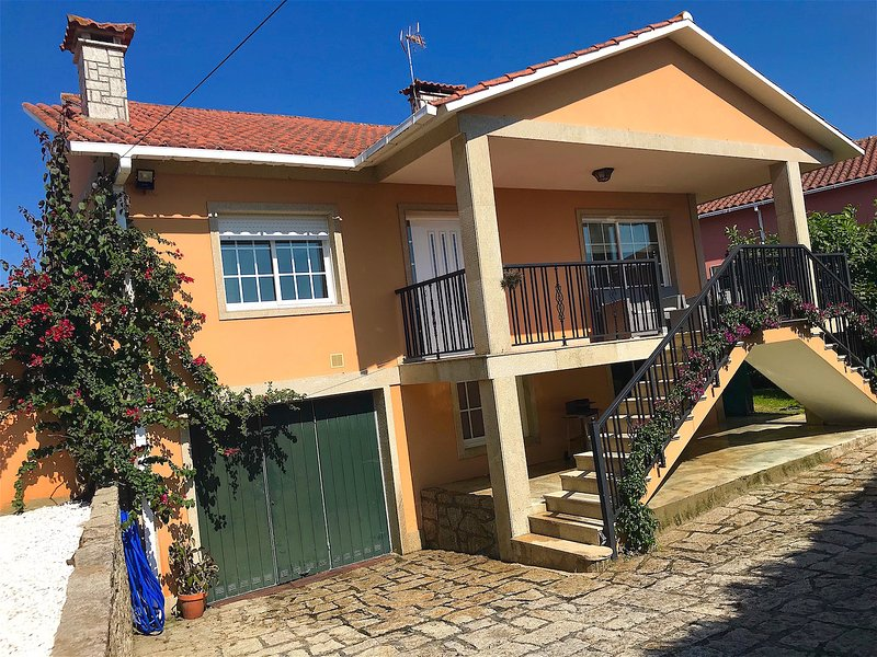Casa de 150 m2 de 3 dormitorio, aluguéis de temporada em Outeiro