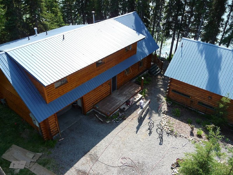 2 Bedroom Cabin w/ 42 Feet of Private Fishing Dock on the Famous Kenai River!!!, holiday rental in Soldotna