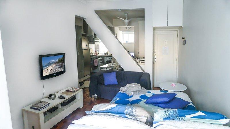 Loft-Studio. Ideal für Paare. Bett-Paar, gute Matratze.Hyper gut gelegen. Familiengebäude.