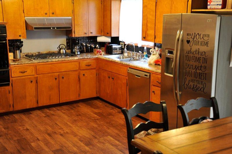 La préparation des aliments peut être un jeu d'enfant dans cette cuisine entièrement équipée.