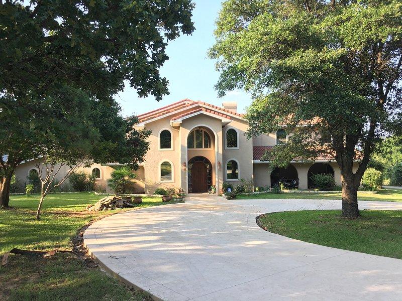 Mansion on the Lake, aluguéis de temporada em Copper Canyon