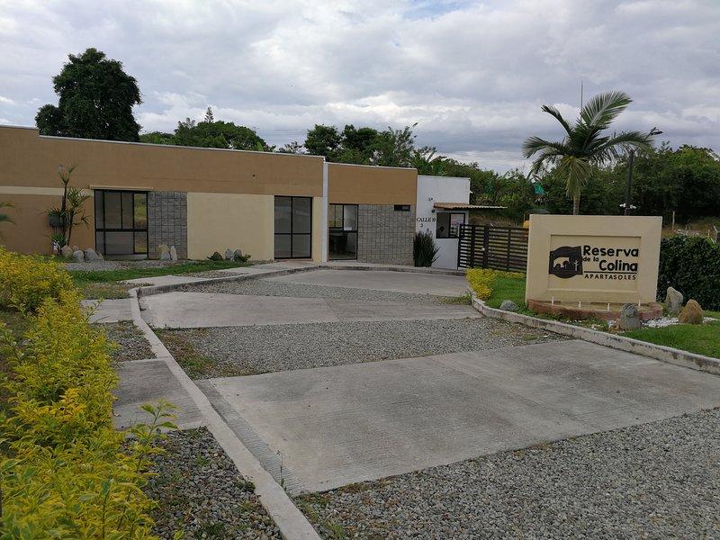 Alojamiento Amoblado Cerca al Parque de Café - La Tebaida, holiday rental in Pueblo Tapao