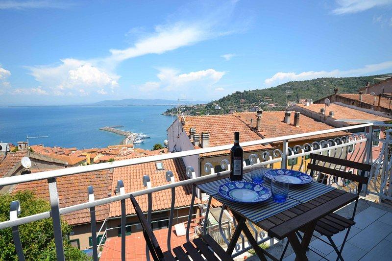 Your Seaside Nest in Tuscany, aluguéis de temporada em Porto Santo Stefano
