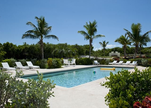 New Condo w/Htd Pool, Private Beach, 2-Ocean View, Golf Cart, AS SEEN ON HGTV, holiday rental in Eleuthera