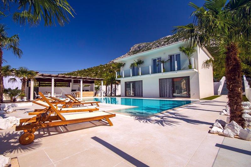 Villa Caribic com deck espaçoso, piscina privativa e enorme área de estar ao ar livre