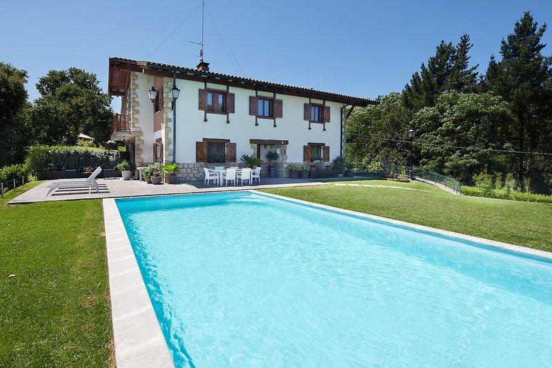 Villa adosada con piscina/vista Bahía Txingudi/Hondarribia, location de vacances à Fontarrabie (Hondarribia)
