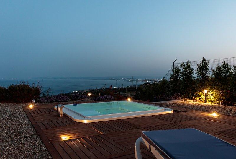 Cyclope's House. Amazing View and Private Mini Spa, location de vacances à Aci San Filippo