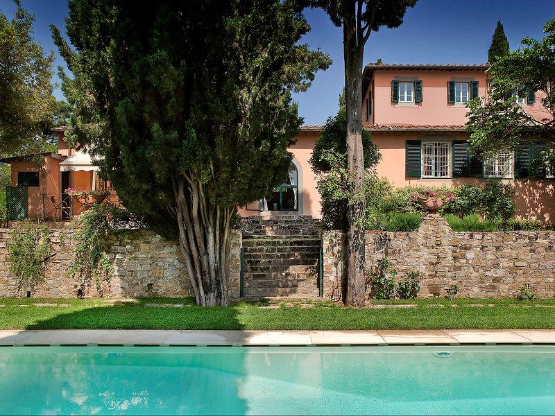 Vista de la villa desde el área de la piscina
