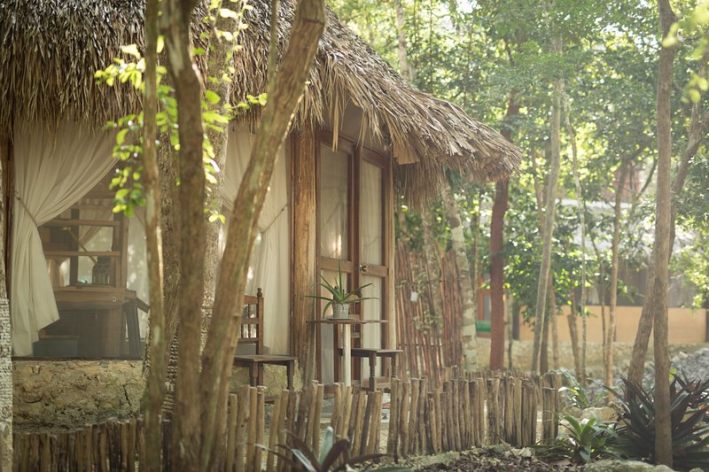 MELI-MELO P&B, ECO-FRIENDLY JUNGLE HOUSE MINUTES FROM TULUM BEACH – semesterbostad i Tulum